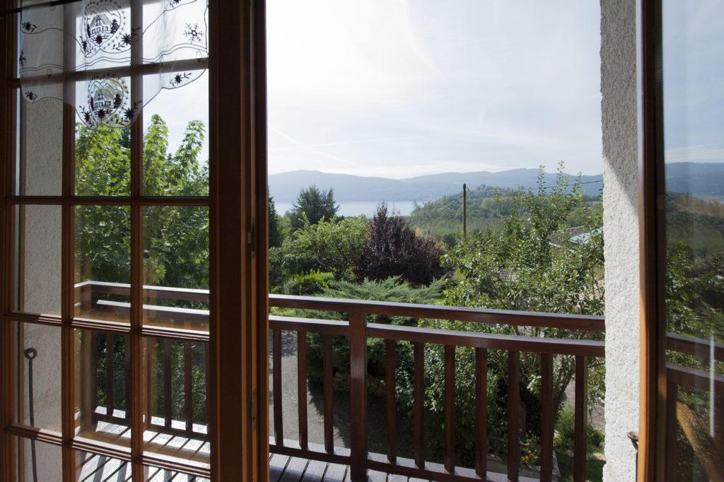 Vue sur le lac du bourget en Riviera des Alpes