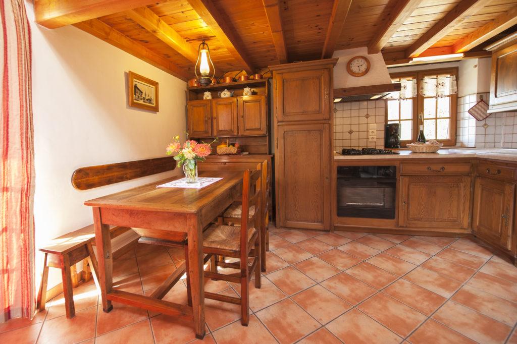 Cellier des Carabins - la cuisine toute équipée.