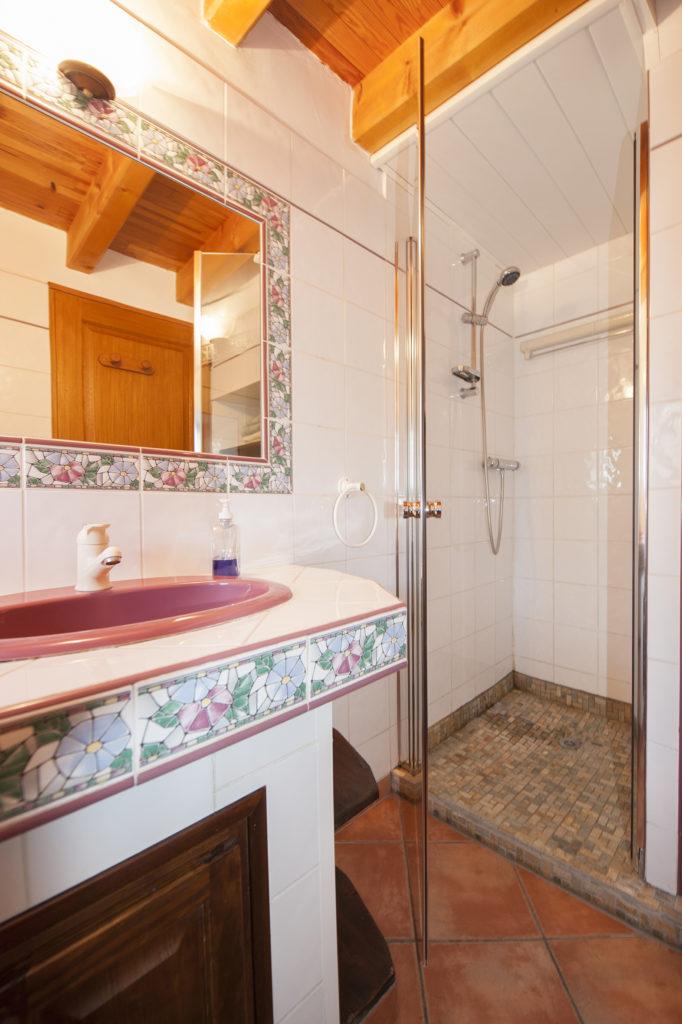 Salle de bain de charme aux carabins