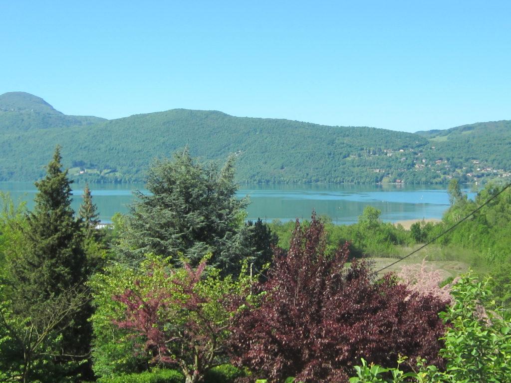 Vue sur le Lac du Bourget depuis le gite du Cellier des Carabins